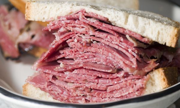 Delicious delis with authentic smoked meat sandwiches
