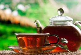 The benefits and drawbacks of caffeinated and herbal tea