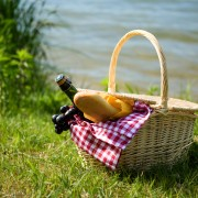 How to pack picnic food safely