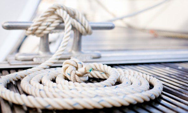 How to tie common boating knots