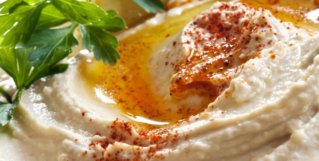 A satisfying recipe for pita crisps with hummus