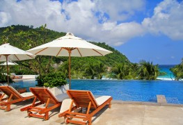 10 tips that can help you save on travelling and resorts