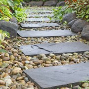 11 tips for building a path in your garden