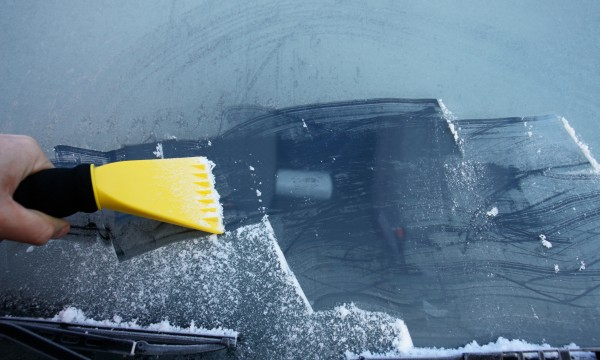 Tips to prevent icy car problems in winter
