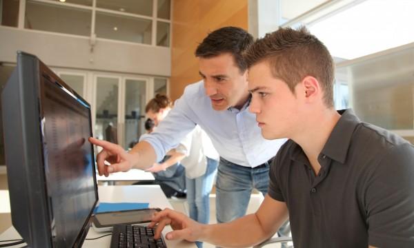 4 ways to find internships during the school year