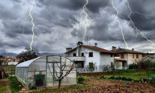 Tips for preparing windows for storm weather