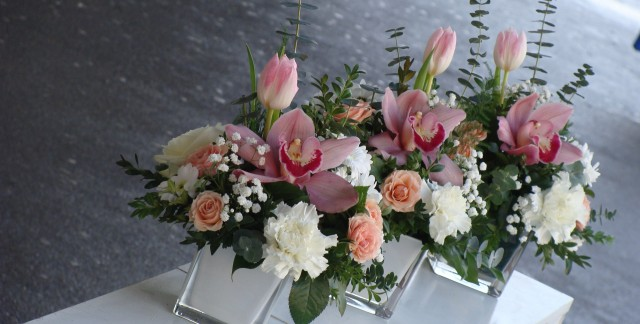 9 ways to find festive flowers at discount prices