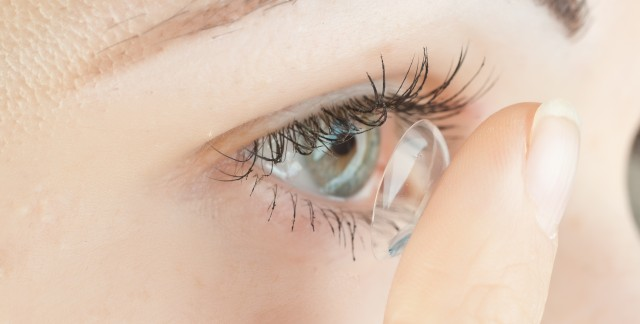 How to deal with contact lens allergy symptoms