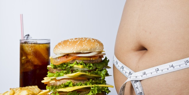 How to avoid the dangers of eating on the run