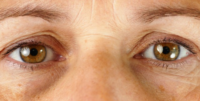 Tricks for refreshing tired eyes