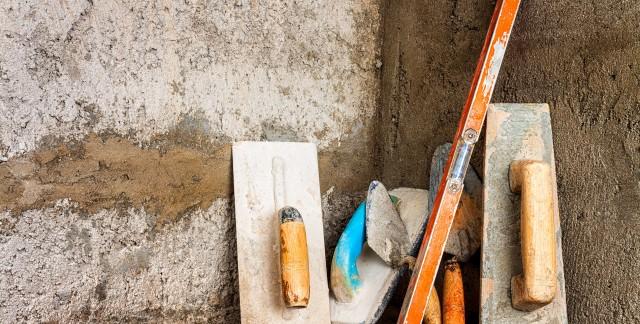 Preparing footing for heavy masonry walls