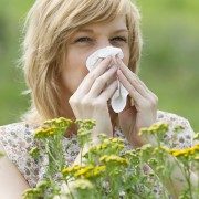 4 home remedies to fight spring allergies