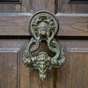 The key to restoring and renovating old wooden doors like an expert