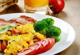 A simple broccoli, tomato & cheese omelette recipe
