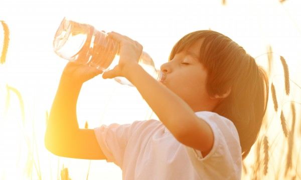 4 ways to get your kids to drink water