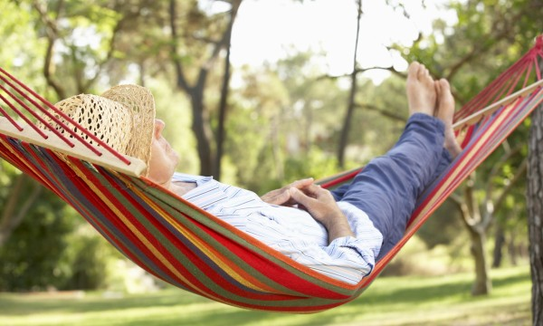 How to choose and set up a patio hammock