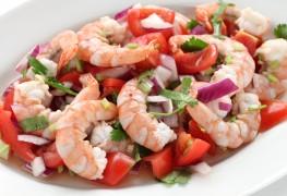 Light and tasty shrimp salad with herbed lemon dressing