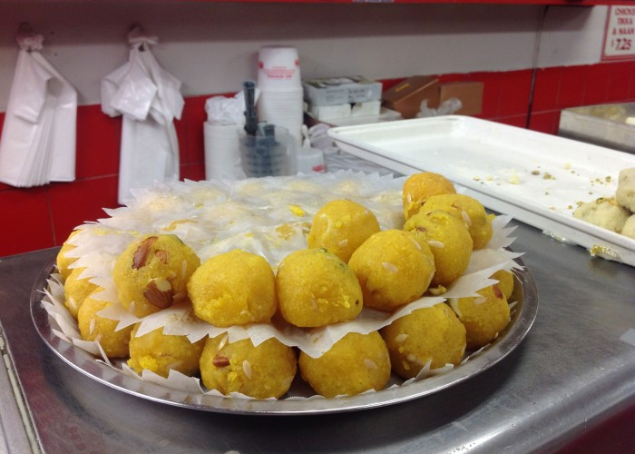 MotiMahal, Vegetarian and non-vegetarian Indian cuisine, Samosas