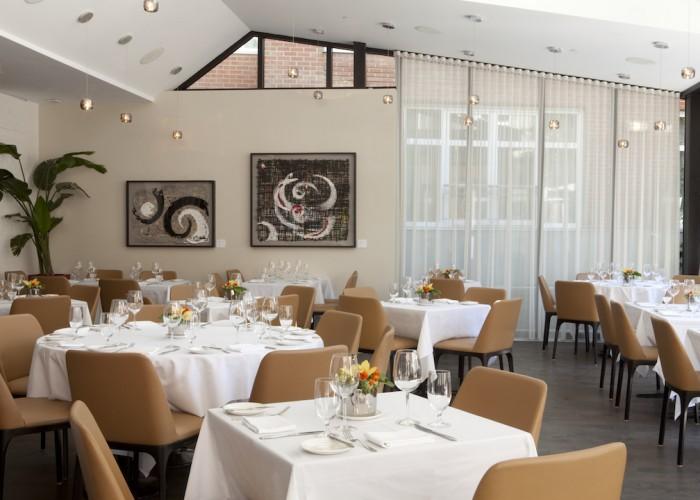 RestaurantSinclair - European cuisine, chic restaurant, elegant restaurant, impeccable service