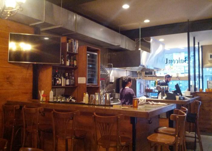 Hamburgers, beer, wine, tacos, calamari, cocktails, liquor