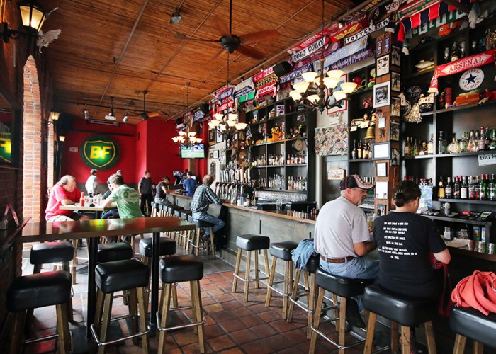 The Black Frog Eatery, pub, pub food, draught beer, draught lagers and ales, wines, whiskeys, spirits, daily food specials, daily tap specials