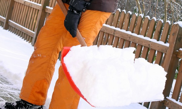 10 tips for clearing snow safely