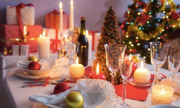 4 ways to throw an awesome christmas party on a budget