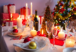 Simple ways to create a beautiful Christmas tablescape