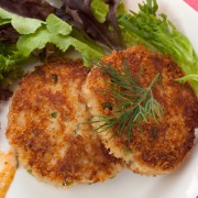 Light, crispy and flavourful: 2 seafood cakes recipes