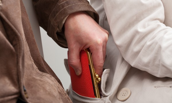 Tips to thwart pickpockets and thieves