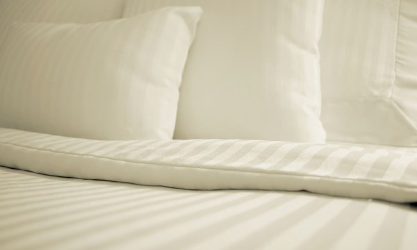Practical hints to keep your pillows clean and dust-free