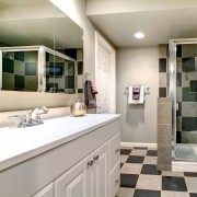 Green cleaning advice for the bathroom