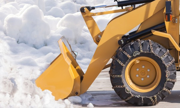 7 tips for choosing a reliable snow removal contractor