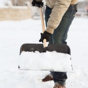 6 essential snow shovelling tips to help save your back