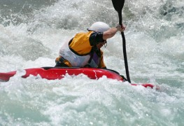 4 whitewater kayaking safety tips