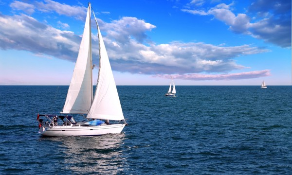 Tips to charter a sailboat