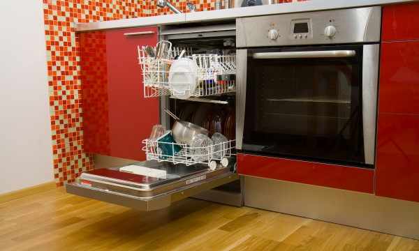 7 ways to help your dishwasher clean well again