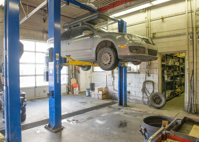 https://static.cms.yp.ca/ecms/media/1/3-Dalhousie-Auto-Service-403-289-5581-interior-700x500.jpg