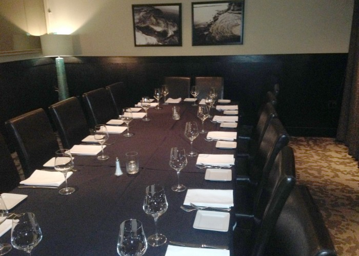 Vons Steak House and Oyster Bar boasts a large dining room for all occasions.