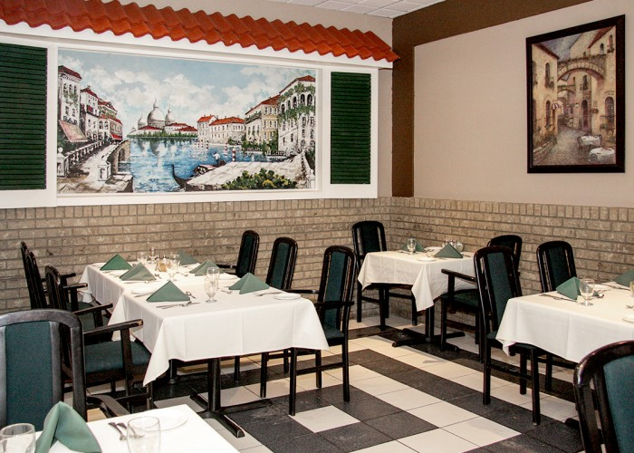 La Piccola Napoli Restaurant. Lunch, dinner, food, beverages, authentic Italian cuisine, fresh seafood, veal, homemade pasta