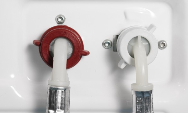Change washing machine inlet hoses in 4 easy steps
