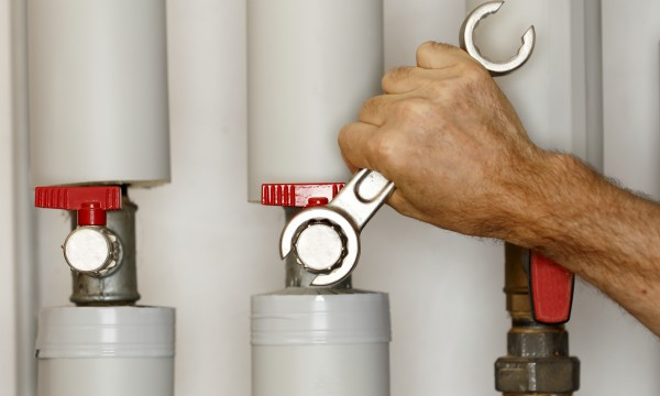4 plumbing tasks best left to the pros