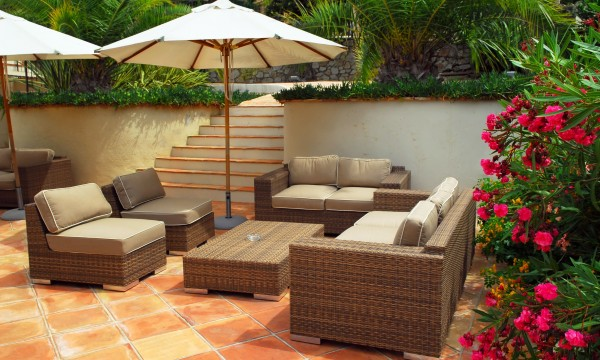 5 smart tips for choosing and maintaining patio furniture