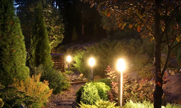 How to Choose Outdoor Lighting for Your Patio or Deck