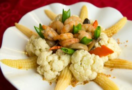 How to make shrimp goulash with cauliflower and beans