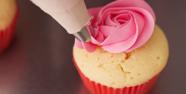 4 simple tips for icing a cake