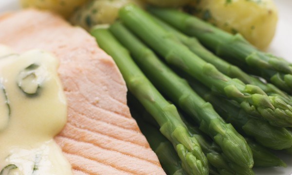 Mouth-watering poached salmon with tangy cucumber dill sauce