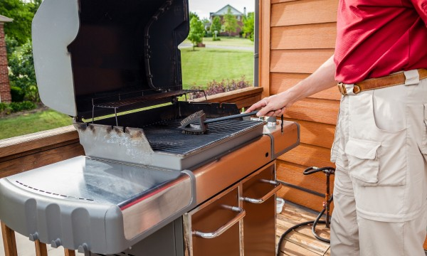 How to properly clean your gas grill