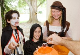 5 simple ways to help keep your kids safe on Halloween