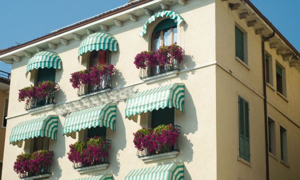 Benefits of different types of awnings